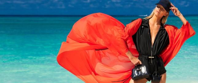 Siêu mẫu 9x Nadine Leopold đẹp hút hồn giữa nắng vàng biển xanh ảnh 12