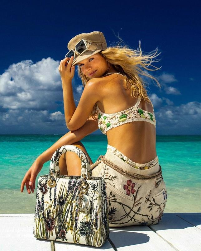 Siêu mẫu 9x Nadine Leopold đẹp hút hồn giữa nắng vàng biển xanh ảnh 2
