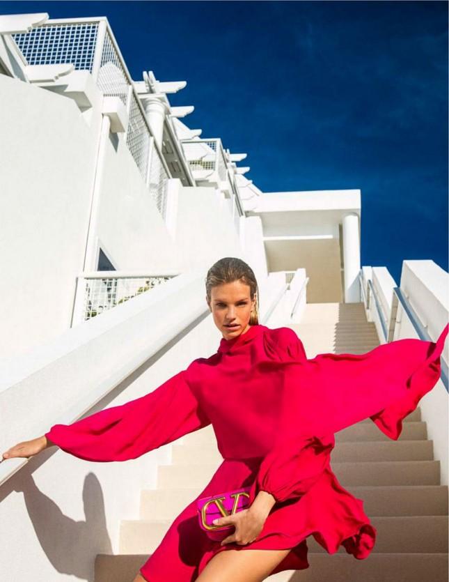 Siêu mẫu 9x Nadine Leopold đẹp hút hồn giữa nắng vàng biển xanh ảnh 11