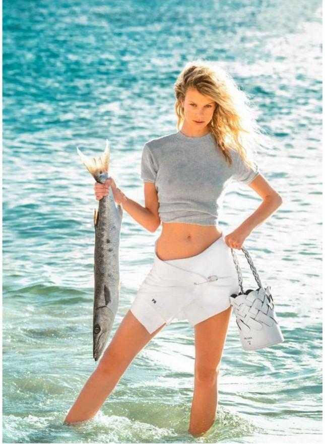 Siêu mẫu 9x Nadine Leopold đẹp hút hồn giữa nắng vàng biển xanh ảnh 10