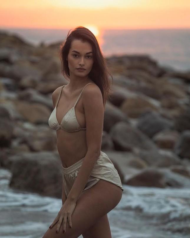 Sắc vóc nóng bỏng đậm chất Samba của người mẫu 9x Gizele Oliveira ảnh 10
