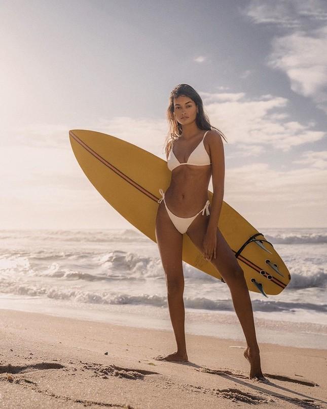 Sắc vóc nóng bỏng đậm chất Samba của người mẫu 9x Gizele Oliveira ảnh 2