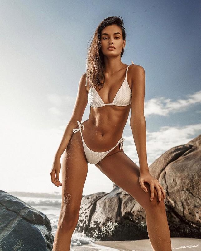 Sắc vóc nóng bỏng đậm chất Samba của người mẫu 9x Gizele Oliveira ảnh 5