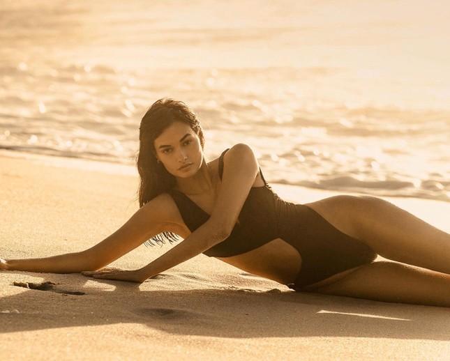 Sắc vóc nóng bỏng đậm chất Samba của người mẫu 9x Gizele Oliveira ảnh 7