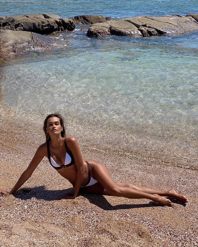 Sắc vóc nóng bỏng đậm chất Samba của người mẫu 9x Gizele Oliveira ảnh 8