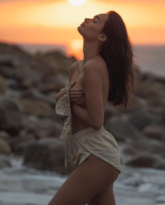 Sắc vóc nóng bỏng đậm chất Samba của người mẫu 9x Gizele Oliveira ảnh 11