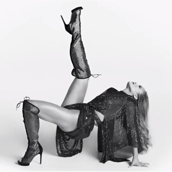 Jennifer Lopez quyến rũ 'nảy lửa' ở tuổi 50 ảnh 5