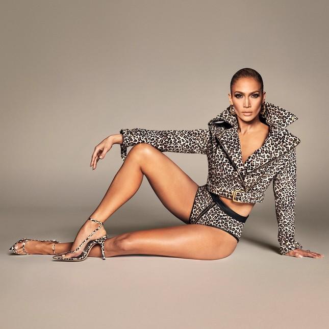 Jennifer Lopez quyến rũ 'nảy lửa' ở tuổi 50 ảnh 4