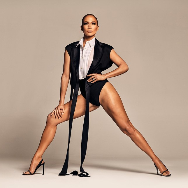Jennifer Lopez quyến rũ 'nảy lửa' ở tuổi 50 ảnh 3
