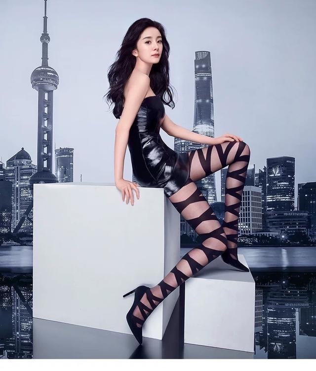 Dương Mịch mặc váy ngắn bó sát khoe chân thon dài ảnh 5