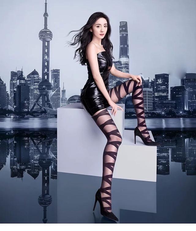 Dương Mịch mặc váy ngắn bó sát khoe chân thon dài ảnh 2