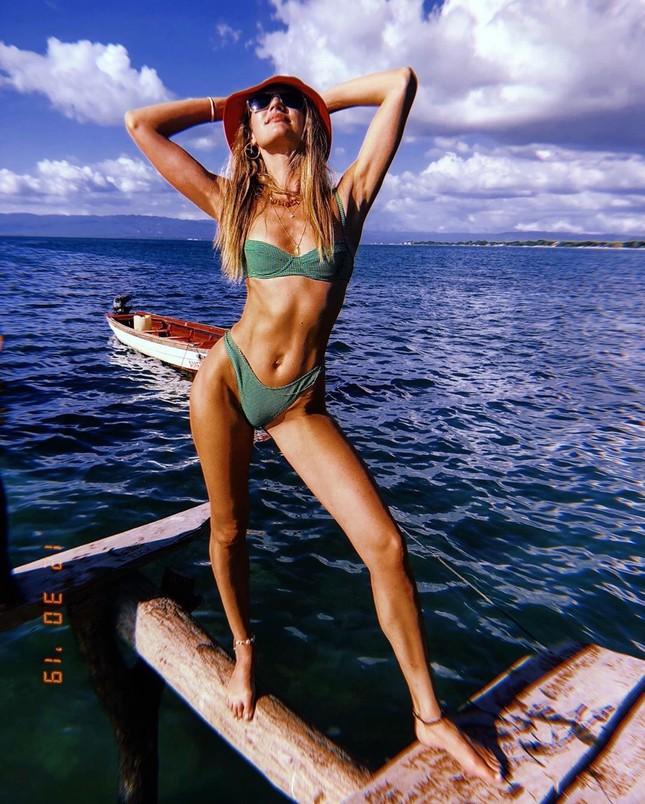 Candice Swanepoel diện bikini siêu quyến rũ hút hồn phái mạnh ảnh 2