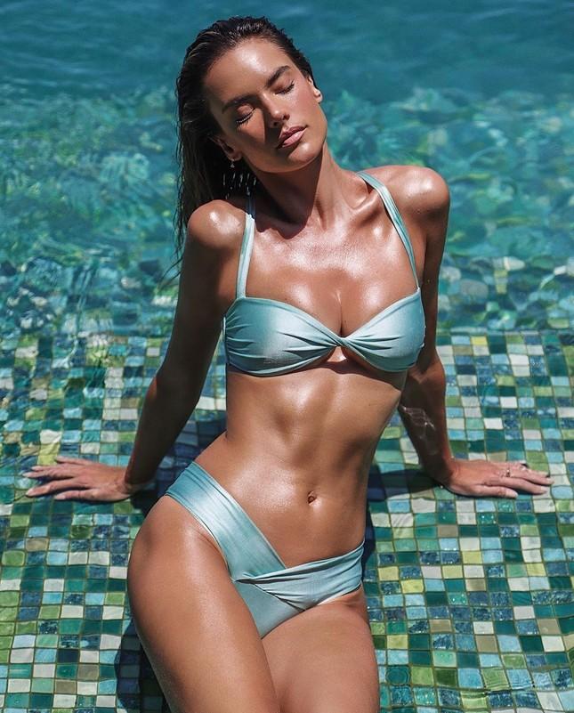 Mỹ nhân áo tắm Alessandra Ambrosio phô diễn hình thể tạc tượng ảnh 1