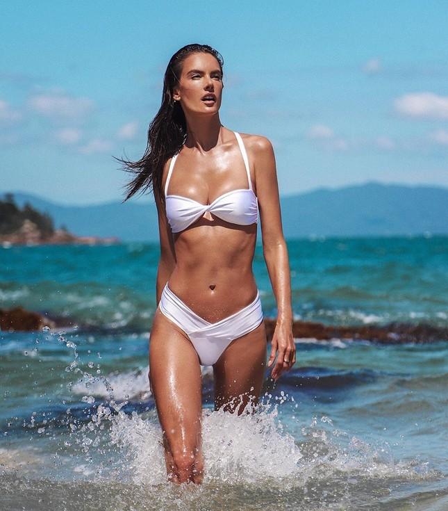 Mỹ nhân áo tắm Alessandra Ambrosio phô diễn hình thể tạc tượng ảnh 7