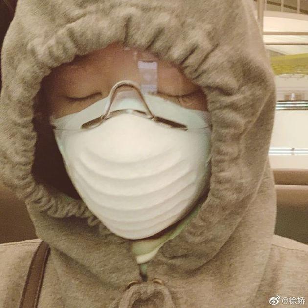 Người đẹp phim Châu Tinh Trì được lắp màn hình theo dõi khi cách ly ảnh 3