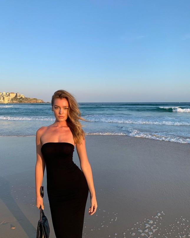 Siêu mẫu Úc Georgia Gibbs trẻ đẹp đầy sức sống thanh xuân ảnh 10