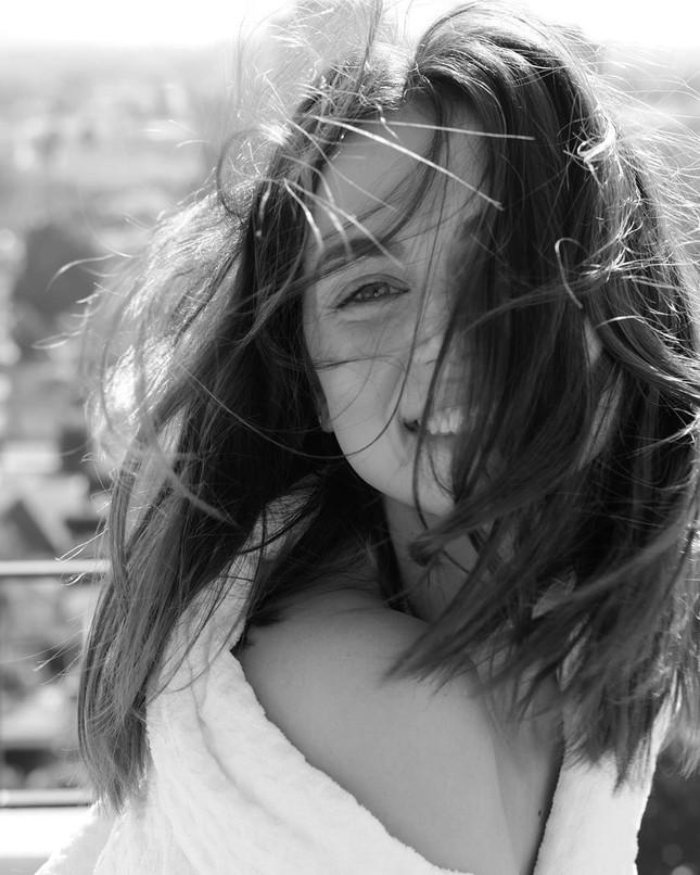 Mê đắm sắc vóc gợi cảm của nàng Bond girl Ana de Armas ảnh 4