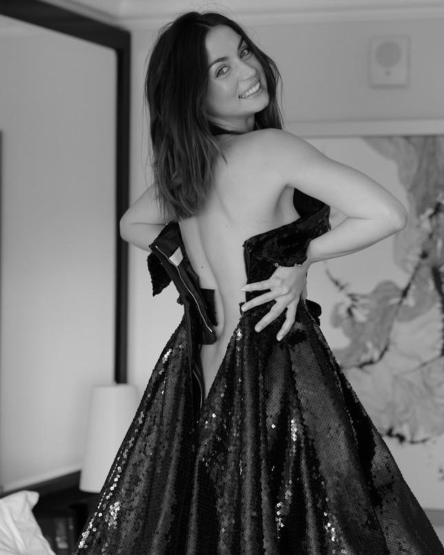 Mê đắm sắc vóc gợi cảm của nàng Bond girl Ana de Armas ảnh 5