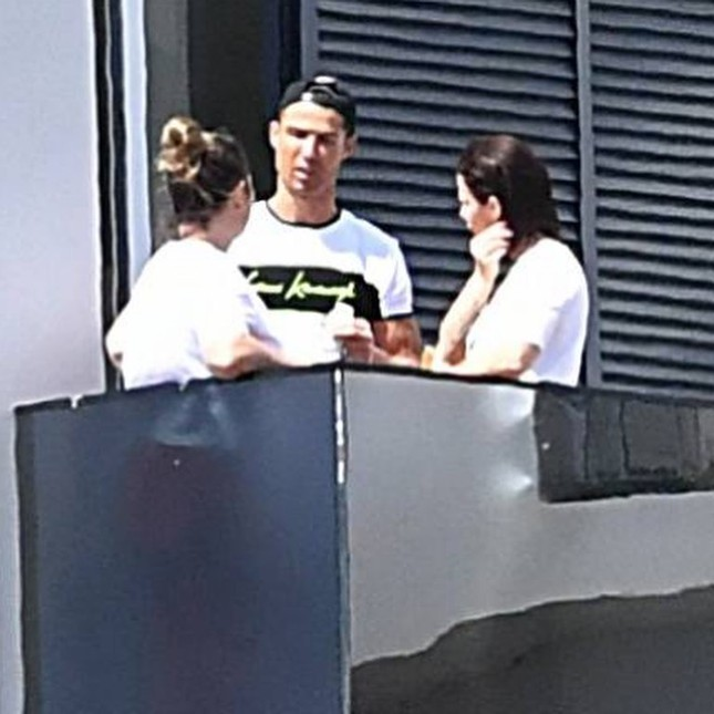 Ronaldo khoe body cường tráng như lực sĩ gây 'bão' mạng ảnh 7