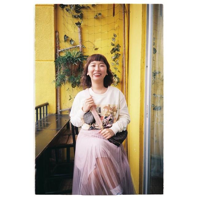 Trang Hý vừa đàn vừa hát bài ca chống dịch siêu đáng yêu 'lầy lội' ảnh 1