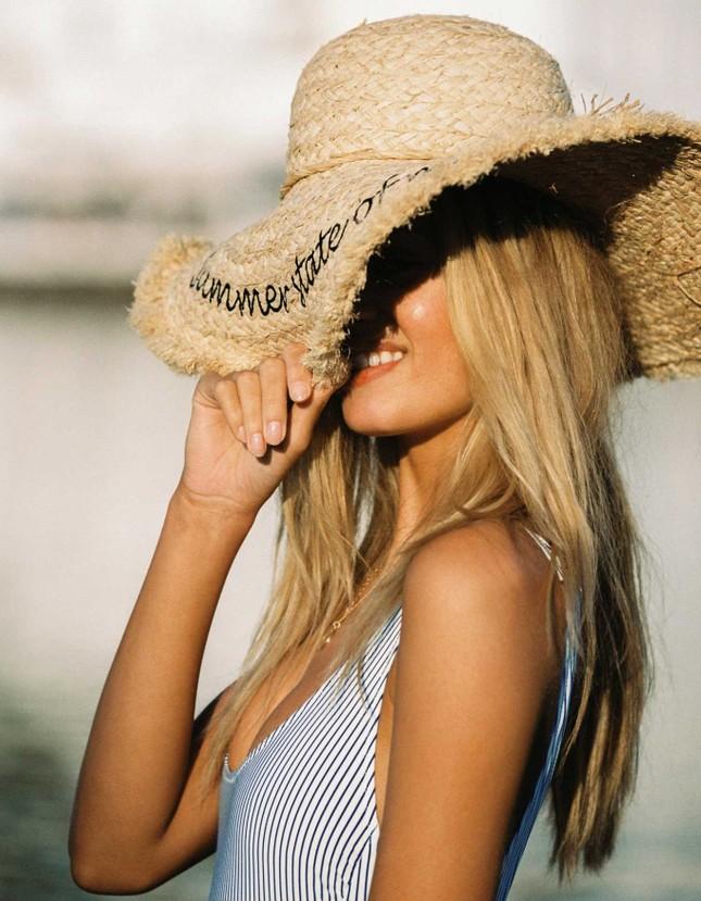Mỹ nhân tóc vàng Frida Aasen diện bikini nóng bỏng đón hè ảnh 11