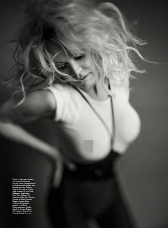Sắc vóc rực lửa của biểu tượng gợi cảm một thời Pamela Anderson ảnh 8