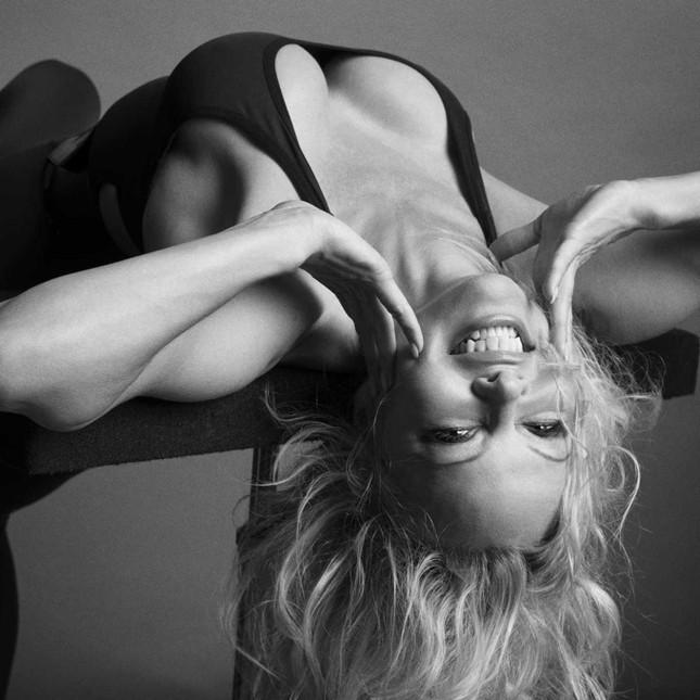Sắc vóc rực lửa của biểu tượng gợi cảm một thời Pamela Anderson ảnh 4
