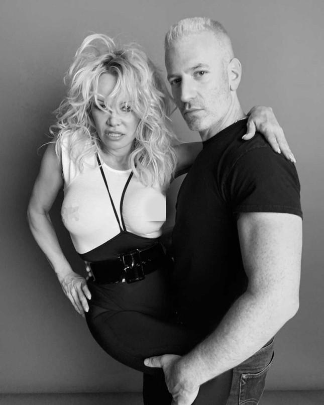 Sắc vóc rực lửa của biểu tượng gợi cảm một thời Pamela Anderson ảnh 9