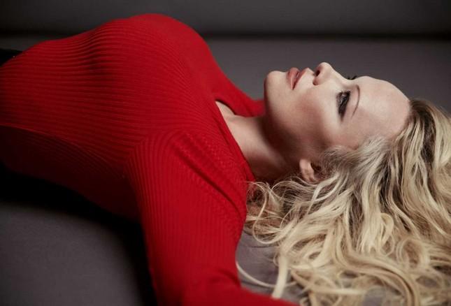 Sắc vóc rực lửa của biểu tượng gợi cảm một thời Pamela Anderson ảnh 2