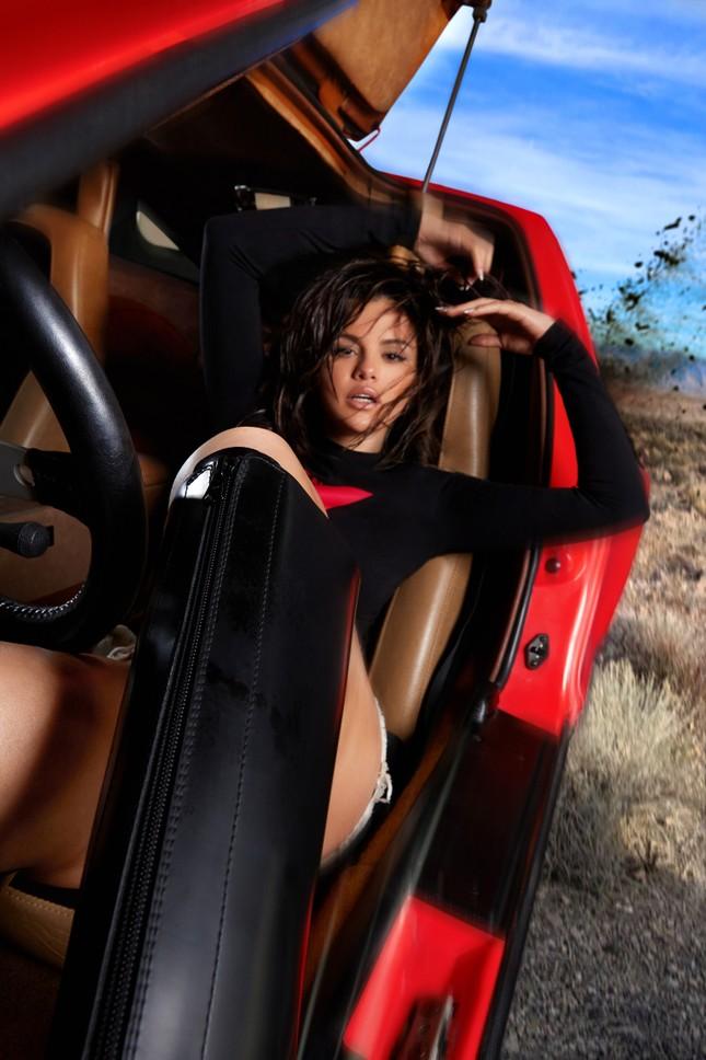 Selena Gomez siêu quyến rũ với đường cong tròn đầy nóng bỏng ảnh 6