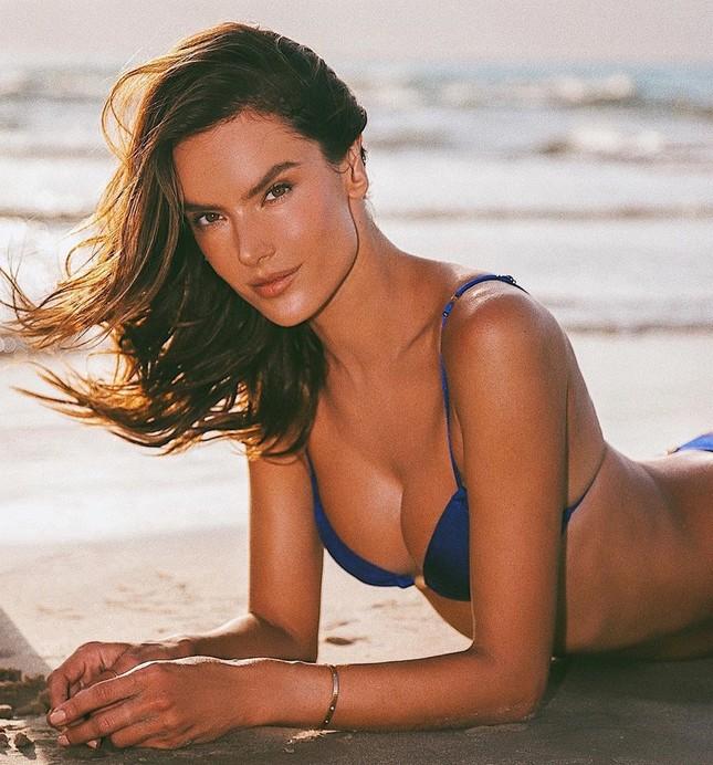 Thiên thần nội y Alessandra Ambrosio gần 40 tuổi vẫn quá đẹp và gợi cảm ảnh 1