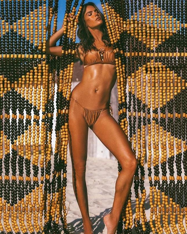 Thiên thần nội y Alessandra Ambrosio gần 40 tuổi vẫn quá đẹp và gợi cảm ảnh 4