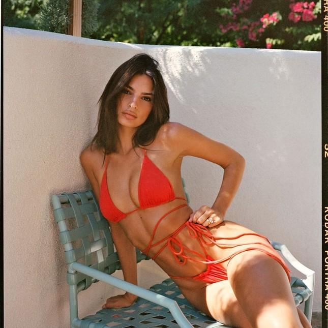 Emily Ratajkowski quá đỗi gợi cảm với loạt ảnh bikini tôn đường cong nữ thần ảnh 14