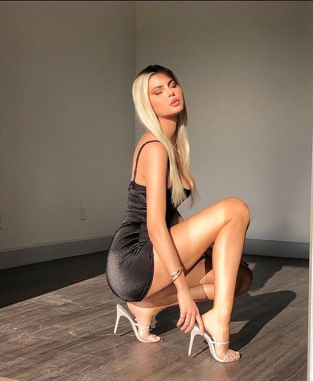 Mỹ nhân cao 1m80 Kellie Stewart tung ảnh bikini ngực đầy eo thon ảnh 6