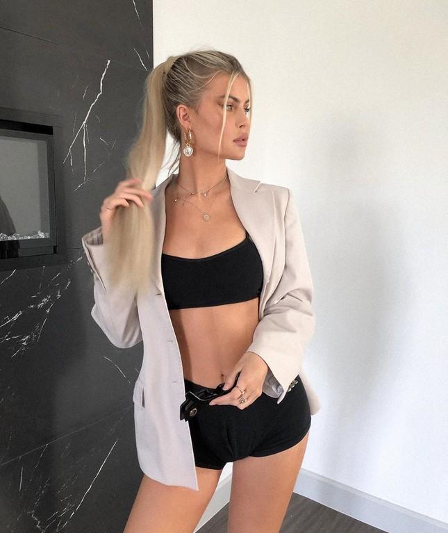 Mỹ nhân cao 1m80 Kellie Stewart tung ảnh bikini ngực đầy eo thon ảnh 8