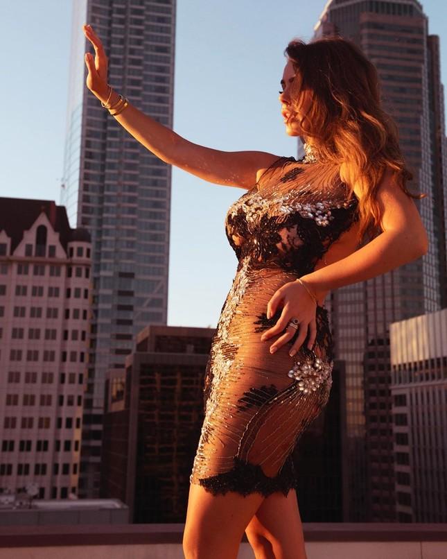 Mỹ nhân ngoại cỡ Nadine Mirada tự tin với đường cong tròn đầy đẹp tự nhiên ảnh 6