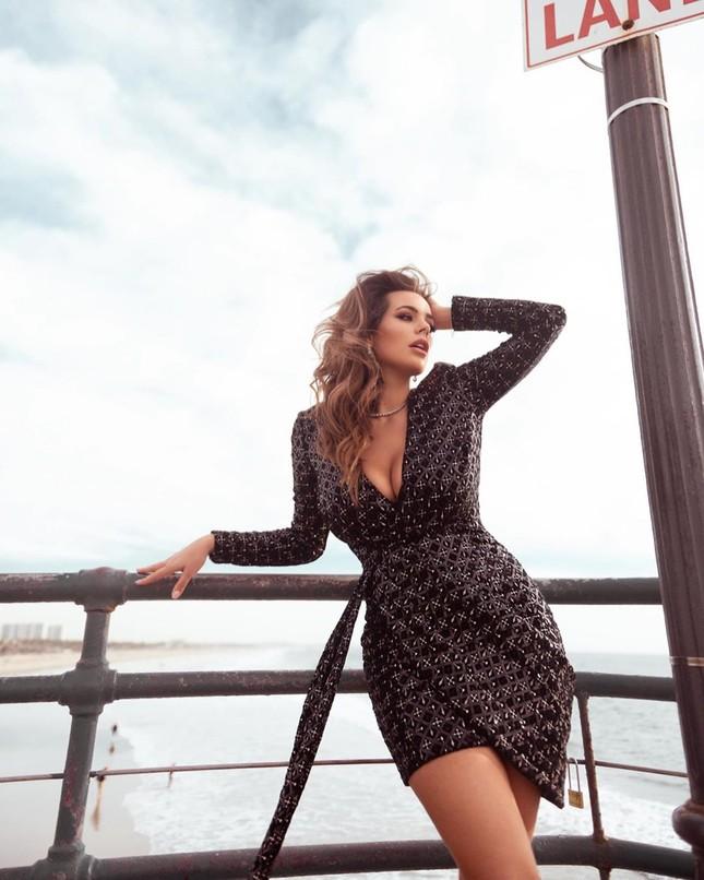Mỹ nhân ngoại cỡ Nadine Mirada tự tin với đường cong tròn đầy đẹp tự nhiên ảnh 9