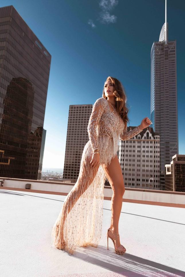 Mỹ nhân ngoại cỡ Nadine Mirada tự tin với đường cong tròn đầy đẹp tự nhiên ảnh 2
