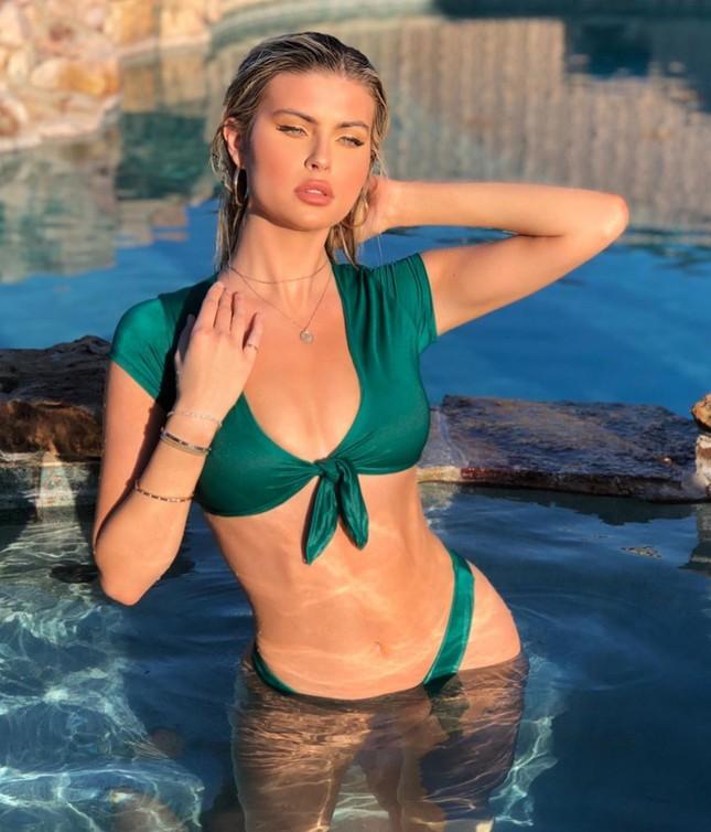 Mỹ nhân cao 1m80 Kellie Stewart tung ảnh bikini ngực đầy eo thon ảnh 1