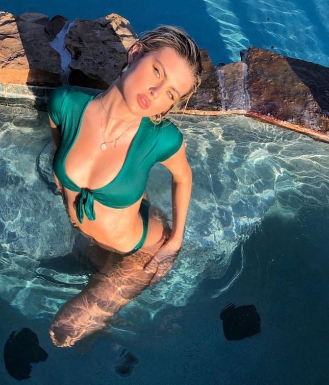 Mỹ nhân cao 1m80 Kellie Stewart tung ảnh bikini ngực đầy eo thon ảnh 3