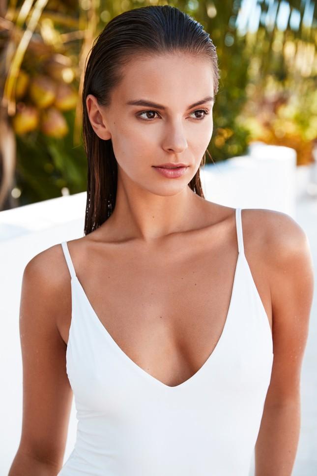 Mê mẩn sắc vóc đẹp tuyệt mỹ của nàng mẫu Nga Nastia Sobol ảnh 8