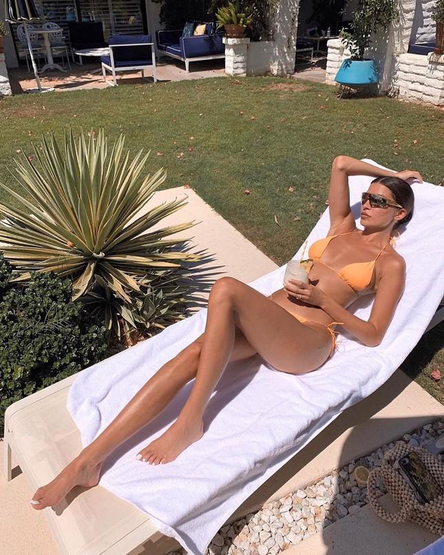 Mỹ nhân chân dài Nicole Williams 'nóng rực' với nội y ren ảnh 12