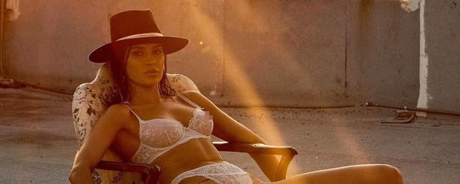 Mỹ nhân chân dài Nicole Williams 'nóng rực' với nội y ren ảnh 2
