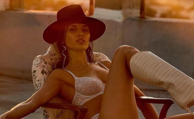 Mỹ nhân chân dài Nicole Williams 'nóng rực' với nội y ren ảnh 3