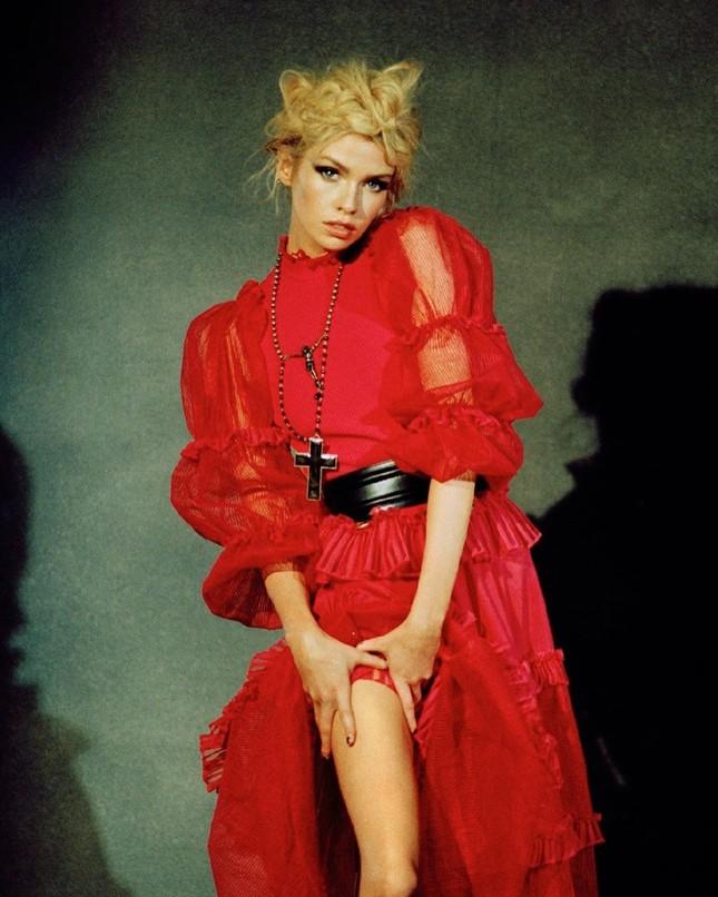 'Thiên thần nội y' Stella Maxwell hở bạo trên bìa tạp chí ảnh 8