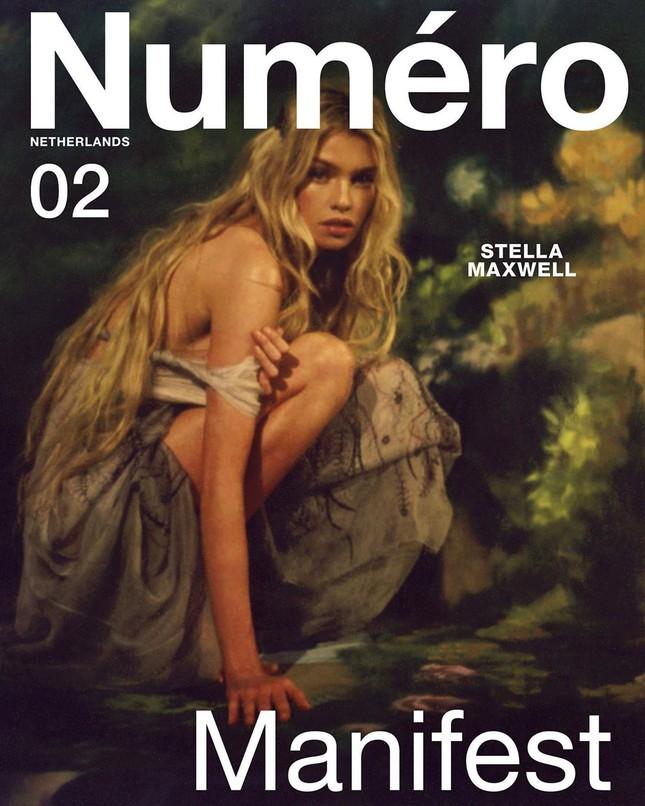 'Thiên thần nội y' Stella Maxwell hở bạo trên bìa tạp chí ảnh 1