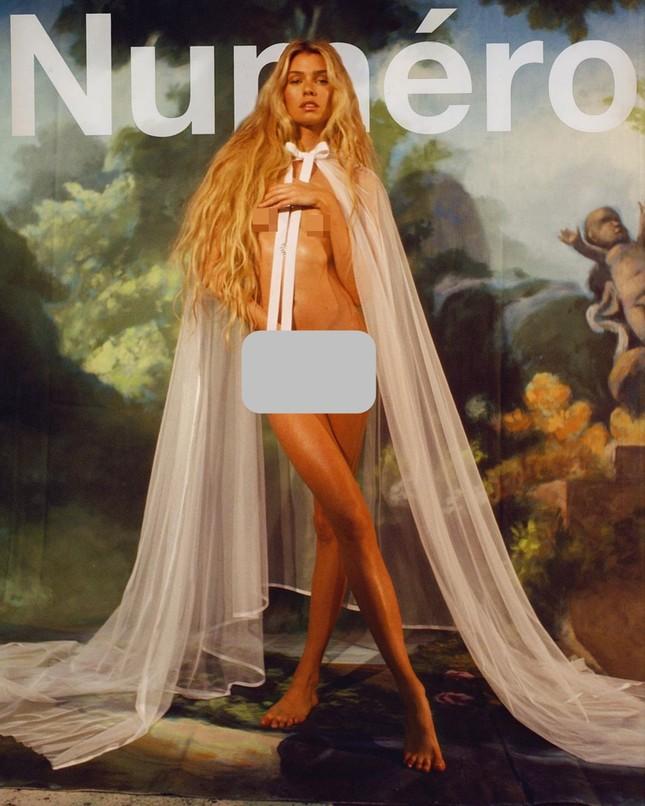 'Thiên thần nội y' Stella Maxwell hở bạo trên bìa tạp chí ảnh 3