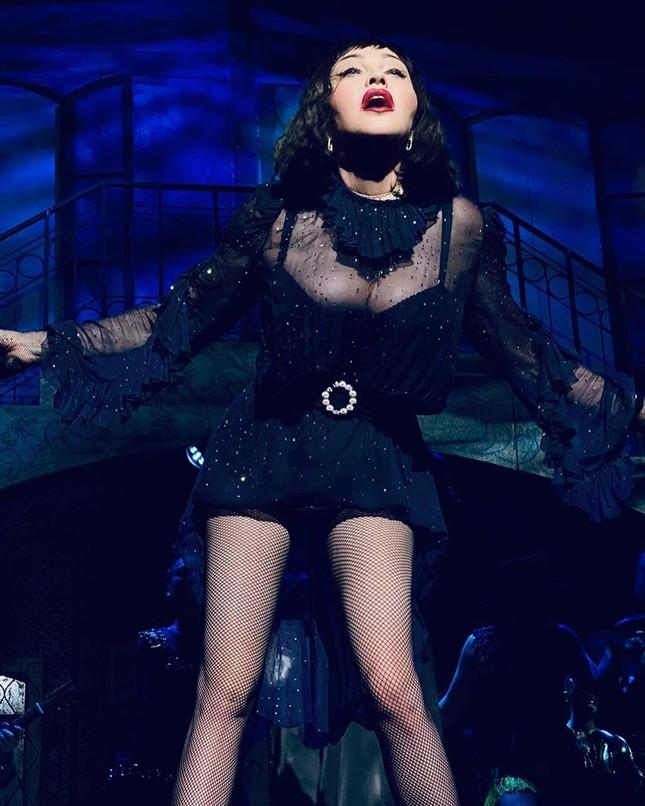 Nữ hoàng nhạc pop Madonna 61 tuổi đắm đuối bên trai trẻ 9x ảnh 8