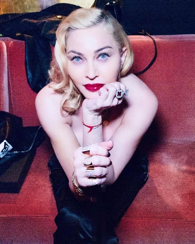 Nữ hoàng nhạc pop Madonna 61 tuổi đắm đuối bên trai trẻ 9x ảnh 5