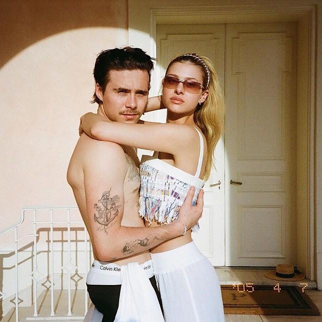 Ảnh tình tứ của cậu cả nhà Becks và bạn gái gợi cảm đẹp như bìa tạp chí ảnh 1